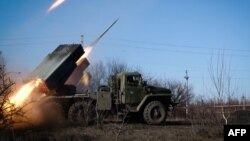 Установка залпового вогню «Град» російських гібридних сил в Горлівці Донецької області, 13 лютого 2015 року
