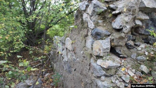 Развалины стен ШИЗО