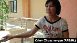 """Гүлсім Алпысбаева, """"Ана мен бала"""" орталығында баласы емделіп жатқан ана. Астана, 24 шілде 2013 жыл."""