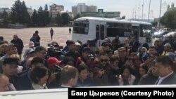 Протестующие на площади Советов в Улан-Удэ, Россия, 9 сентября 2019 года