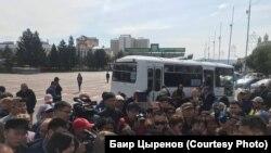 Стихийный митинг на площади Советов в Улан-Удэ