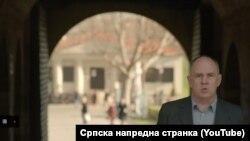 Insert iz promotivnog videa Srpske napredne Stranke koji podseća na video firme Krajsler sa američkim glumcem Klintom Istvudom
