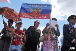 """Митинг сторонников """"Луганской народной республики"""" 29 июня этого года"""