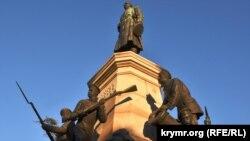 Памятник Тотлебену на Историческом бульваре