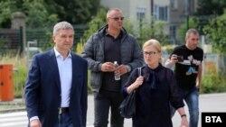 Пламен Бобоков и адвокатката му Ина Лулчева пристигат за гледането на мярката му в Специализирания апелативен съд