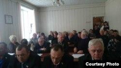 Депутаты голосуют на заседании барабинского горсовета