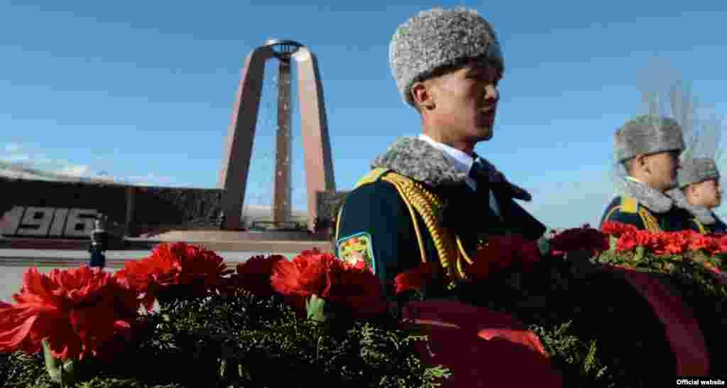 Кыргызстанда 7-8-ноябрь Тарых жана ата-бабаларды эскерүү күнү катары үч жылдан бери белгиленип келет.