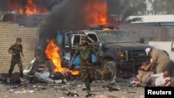 На месте взрыва начиненной взрывчаткой машины. Багдад, 25 апреля 2014 года.