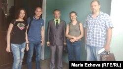 Юрий Кучин (в центре) с коллегами по штабу
