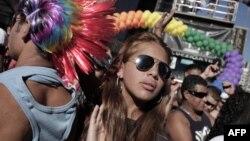 Homoseksualların hər il Brazilyada keçirdiyi iftixar yürüşü. San Paulo, 6 iyun 2010