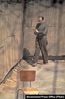 Адольф Эйхман в тюрьме в Рамле, 1961 год