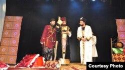 Azər Musaoğlu Tbilisi Azərbaycan Dövlət Dram Teatrında bir tamaşada.