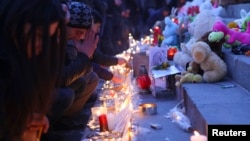 Armenia -- People light candles during a memorial ceremony for six-month-old boy Seryozha Avetisian on Liberty Square in Yerevan, January 20, 2015