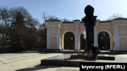 У день народження українського поета Тараса Шевченка кримчани поклали квіти до його пам'ятника