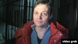 Главный редактор оппозиционной газеты «Взгляд» Игорь Винявский в момент освобождения из тюрьмы КНБ. Алматы, 15 марта 2012 года.