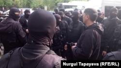 Алматыда наразылық білдіргендері ұстаған арнайы полиция жасағы. 1 мамыр 2019 жыл.