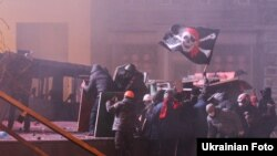Столкновения между участниками антиправительственных выступлений и милицией на улице Грушевского в Киеве. 19 января 2014 года.