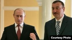 Президентҳои Русия ва Озарбойҷон, Владимир Путин (чап) ва Илҳом Алиев.