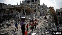Գազայի հատված - Ռմբակոծությունների հետևանքով ավերակների վերածված շենքեր Բեյթ Հանուն ավանում, 5-ը օգոստոսի, 2014թ․