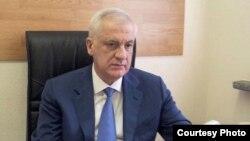 По мнению экспертов, безусловным фаворитом является Тамерлан Агузаров. В прошлом месяце большинство североосетинских партий на пост руководителя республики представили президенту России именно его кандидатуру