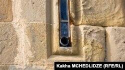 დაზიანებული სარკმელი, ანანურის ღვთისმშობლის ეკლესია