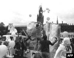 """Демонстрация против размещения ракет """"Першинг"""" в Нидерландах. Сентябрь, 1983 год"""