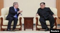 Томас Бах и Ким Чен Ын встретились в Пхеньяне, 31 марта 2018 года.