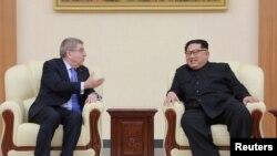 ՄՕԿ-ի ղեկավար Թոմաս Բախը հանդիպում է Հյուսիսային Կորեայի առաջնորդ Կիմ Չեն Ընի հետ, Փհենյան, 30-ը մարտի, 2018 թ․