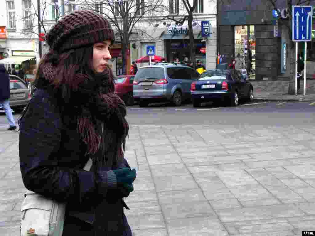 Казахские беженцы предъявили властям Чехии политические требования - Невиданное доселе событие обратило внимание и этой пражанки.