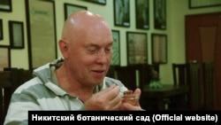 Російський актор Віктор Сухоруков у дегустаційному залі Нікітського ботанічного саду