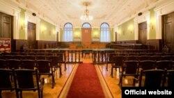 После недавних ожесточенных споров законопроект об общих судах успел пройти через Венецианскую комиссию и заручиться ее рекомендациями