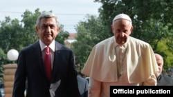 Саргсян Рим Папасы менен.