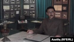 Зәки Вәлидинең музейдагы балавыз сыны