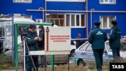 Працівники російських силових і рятувальних структур біля місця вибуху в Кургані, 1 листопада 2013 року