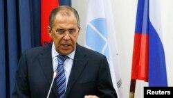 آقای لاوروف معتقد است که سیاست روسیه در قبال اوکراین تنها مسالمتآمیز و دوستانه است و این کشور قصد هیچ گونه مداخله نظامی ندارد.