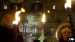 تصویر لیو شیائوبو بر دیواری در اسلو، در مراسمی برای بزرگداشت او، ۲۰۱۱