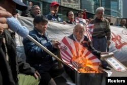 Антияпонская демонстрация перед консульством Японии в Гонконге. 2015 год