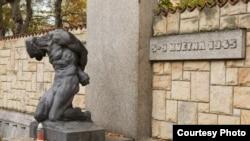 Братская могила погибшим участникам Пражского восстания на кладбище Малвазинки в пражском районе Смихов