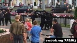 Момант затрыманьня Андрэя іВіталя Больбухаў. Гомель, 19 чэрвеня 2020 году