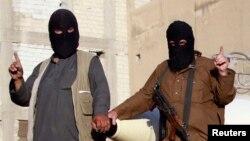 Бойцы группировки ИГИЛ на военном параде в захваченном ими сирийском городе Ракка
