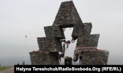 Пам'ятник угорцям, встановлений Угорщиною на межі Львівщини та Закарпаття