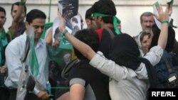 هواداران میر حسین موسوی در یکی از کارزارهای تبلیغاتی دوران انتخابات ریاست جمهوری دهم