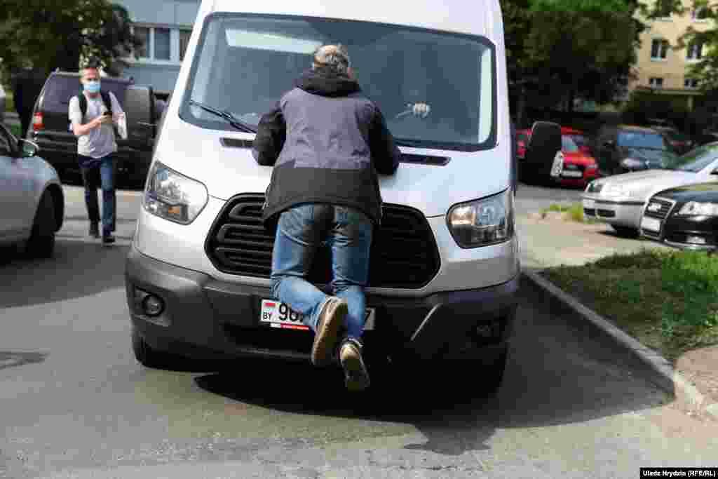 Прибічник Северинця намагався зупинити автомобіль, на якому невідомі забирали політика