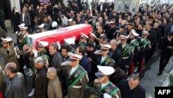 مقامهای ایرانی در مراسم خاکسپاری یکی از جانباختگان؛ غضنفر رکنآبادی، سفیر سابق ایران در لبنان، در میان کشتهشدگان مراسم حج بود و جسد او اوایل ماه آذر به ایران بازگردانده شد.