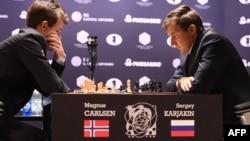 Магнус Карлсен і Сергій Карякін, архівне фото