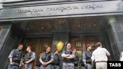 Миссия невыполнима. Здание генпрокуратуры под контролем сил, верных Виктору Януковичу