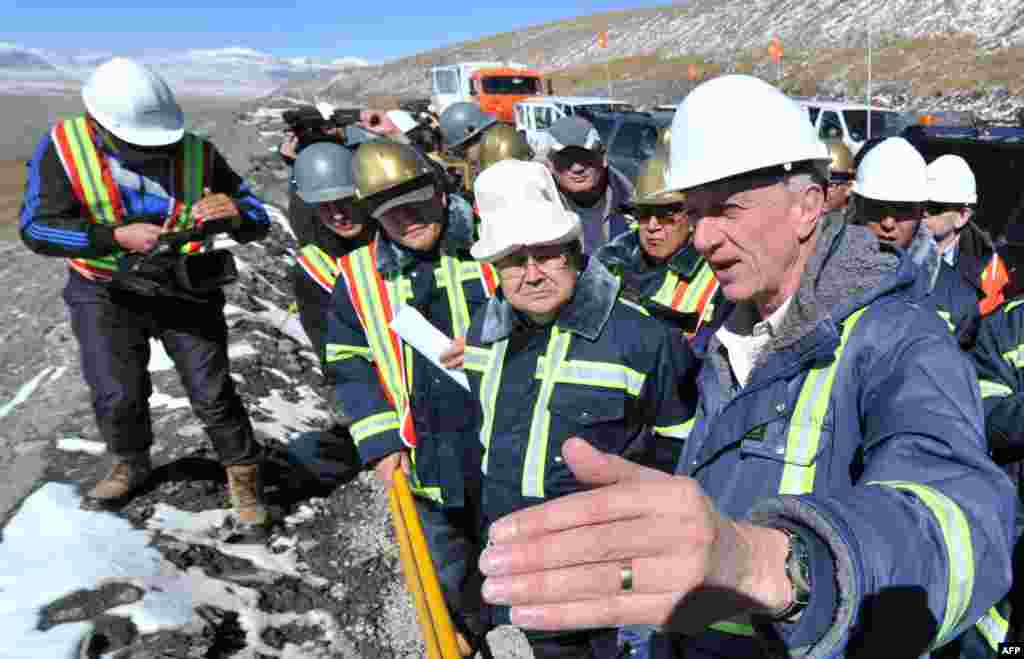 Kyrgyzstan Prime Minister Jantoro Satybaldiev (second right) listens to Michael Fischer (right), president of Kumtor Operating Company, during an official visit to the Kumtor mine on October 1.