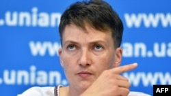 Виктор Медведчук называет себя главным посредником в освобождении Надежды Савченко и многих других арестованных в России украинцев. Но помогает он не всем.