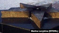 Вечный огонь в сквере Победы не горит из-за отсутствия денег. Семей, 23 января 2012 года.