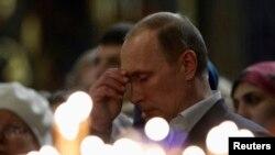 Vladimir Putin u crkvi u Sočiju 7. januara 2014.